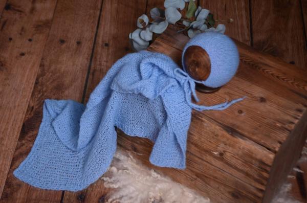 Set Wrap aus glatter Angora mit Mütze in Blau